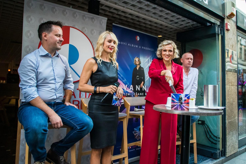 Vannine Izmijesane Boje Obojale Centar Zagreba Croatia Records